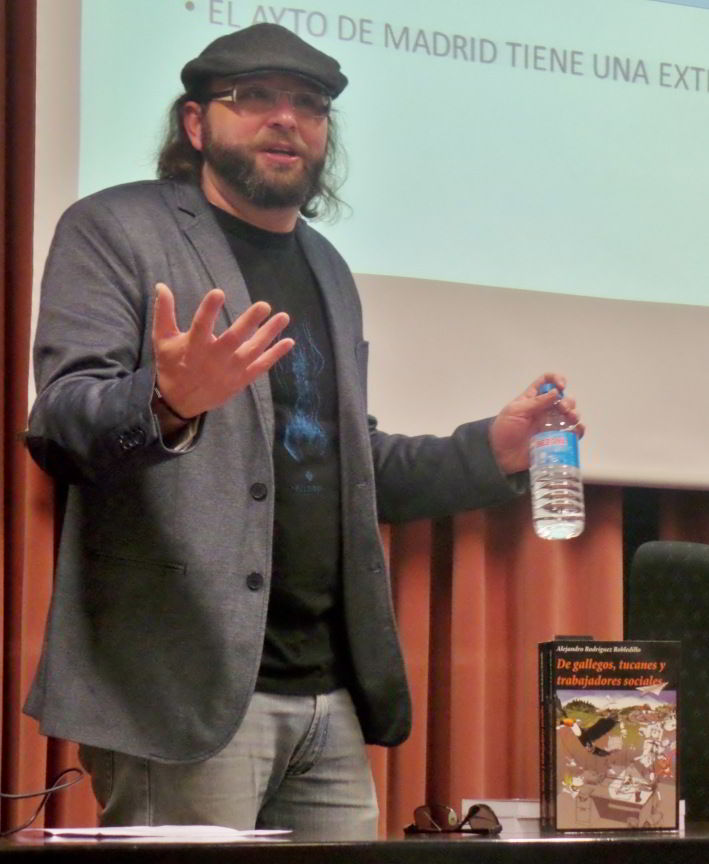 Alejandro R. Robledillo presentando su libro